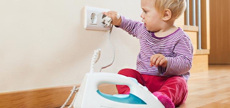 kindersicherheit gefahren im haushalt vermeiden kidsgo. Black Bedroom Furniture Sets. Home Design Ideas